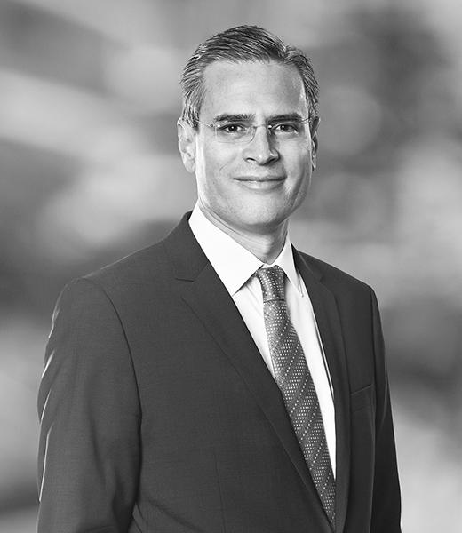 Socio, White & Case y es jefe del Grupo de Financiamiento de Energía, Infraestructura, Proyectos y Activos de la Oficina de México